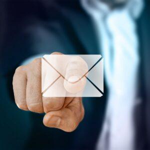 Jede dritte verdächtige E-Mail ist auch eine Bedrohung